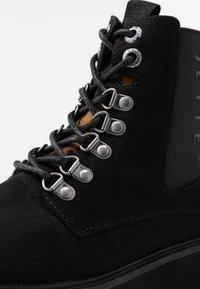 JETTE - Kotníkové boty na platformě - black - 2