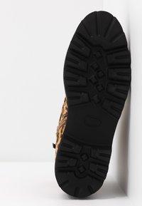 JETTE - Kotníkové boty na platformě - taupe - 6