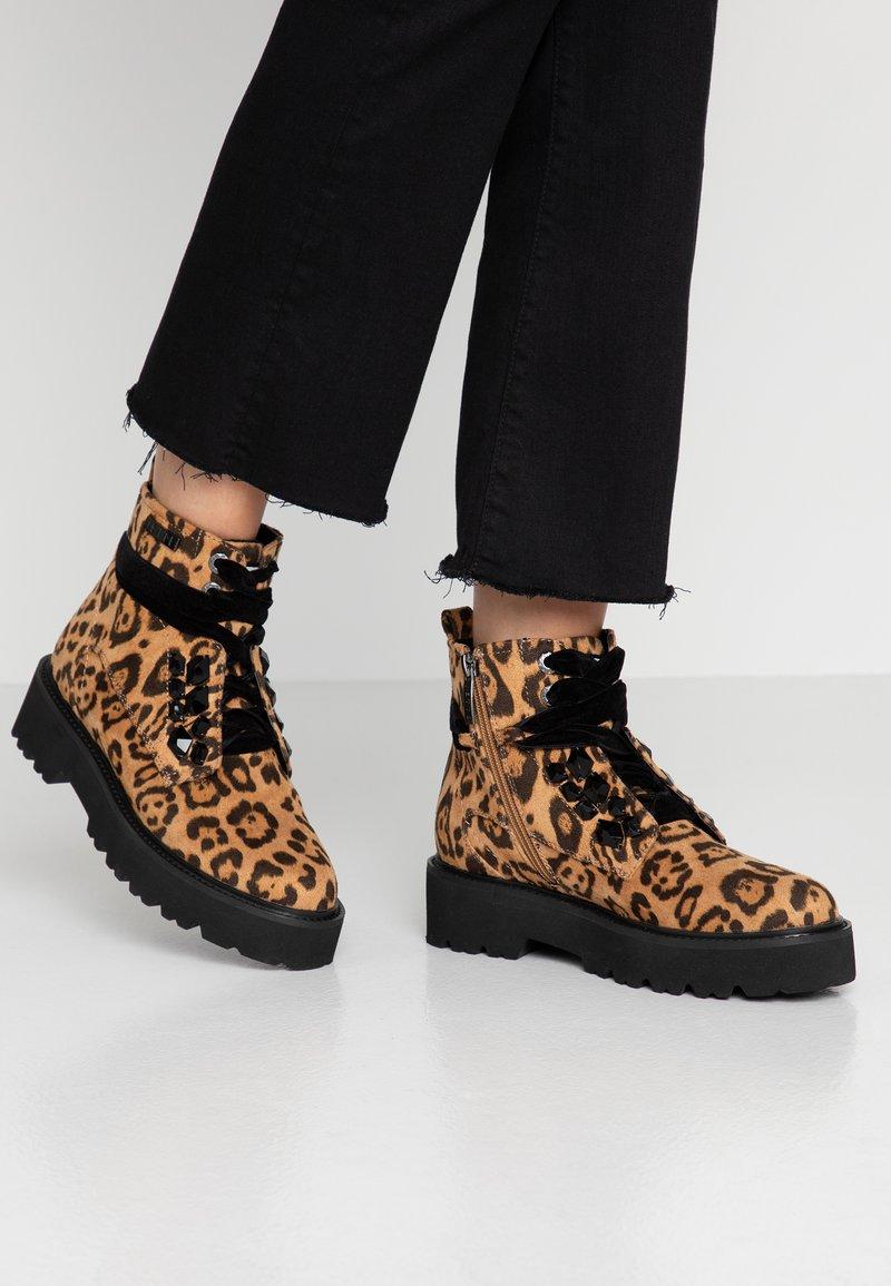 JETTE - Kotníkové boty na platformě - taupe