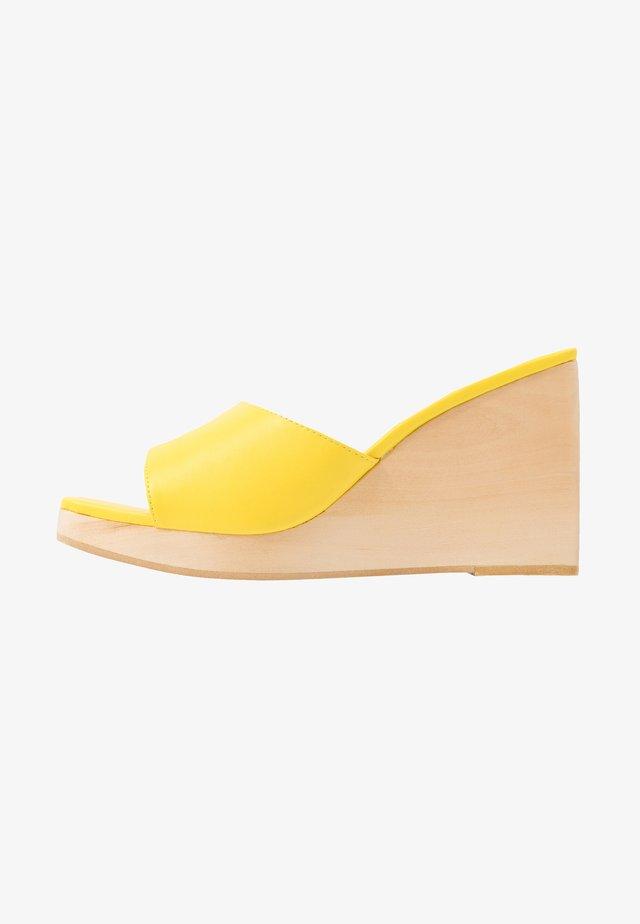 SIMONA - Clogs - yellow