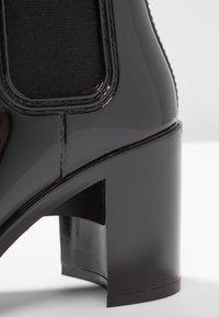 Jeffrey Campbell - HURRICANE - Gummistøvler - black shiny - 2