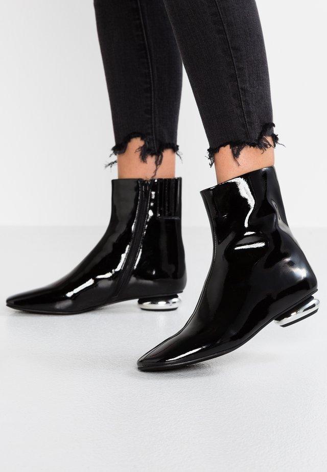 MOON - Stiefelette - black
