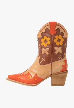 LOONEY - Cowboy/biker ankle boot - tan/orange/multicolor