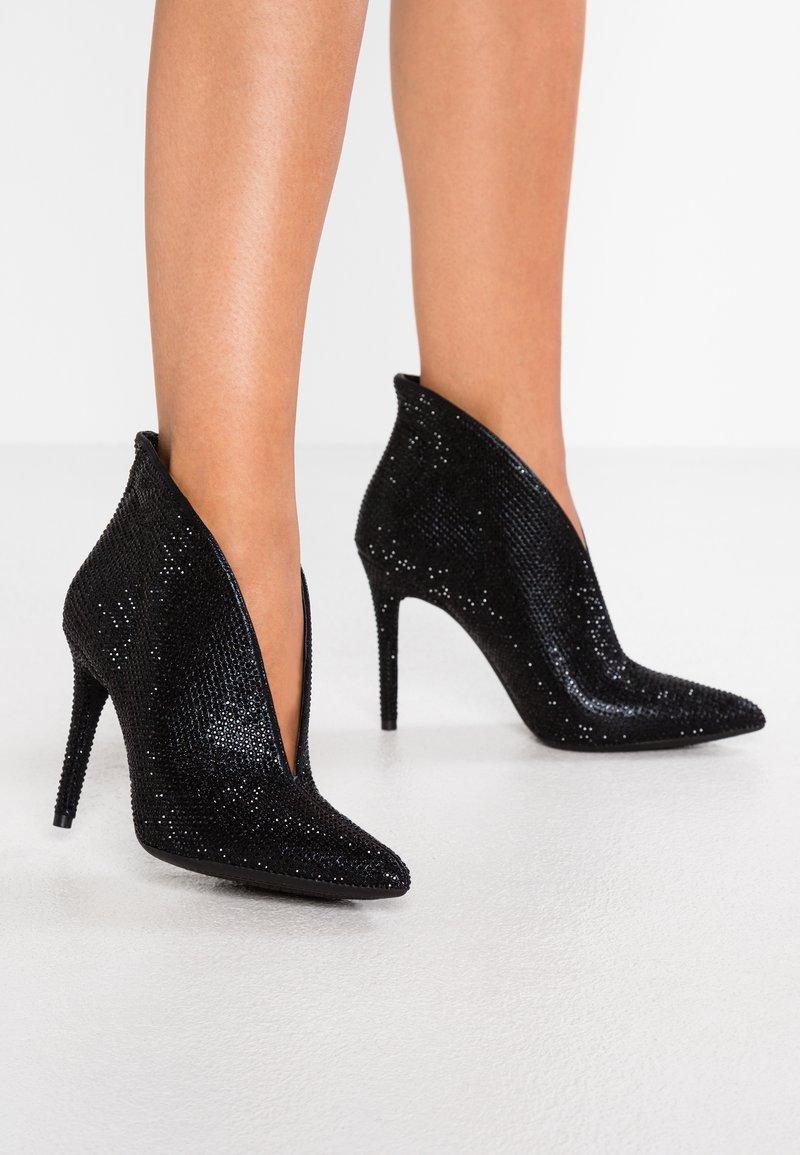 Jessica Simpson - LASNIA - High heeled ankle boots - black