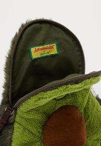 Jellycat - AMUSEABLE AVOCADO BAG - Across body bag - green - 4