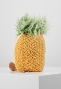 Jellycat - AMUSEABLE PINEAPPLE - Cuddly toy - yellow - 2