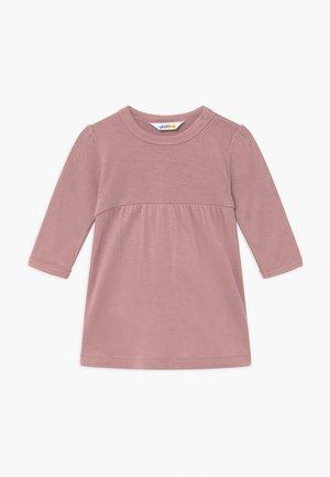 A-SHAPE - Žerzejové šaty - altes rosa