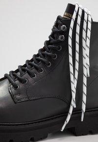 Jim Rickey - COMBAT BOOT - Šněrovací kotníkové boty - black - 5