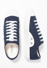 Jim Rickey - TROPHY - Trainers - navy - 1