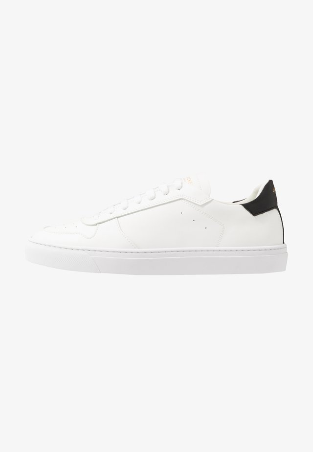 WING VEGAN - Matalavartiset tennarit - white/black