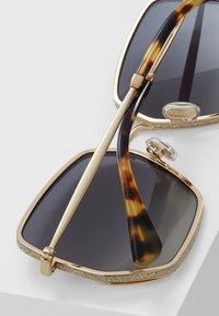 Jimmy Choo - ALINE - Sonnenbrille - gold - 4