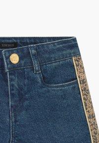 IKKS - BERMUDA - Short en jean - stone blue - 2