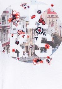 IKKS - Print T-shirt - blanc cassé - 2