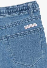 IKKS - BERMUDA - Short en jean - blue bleach - 2