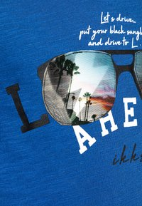 IKKS - TEE - Print T-shirt - bleu foncé - 2