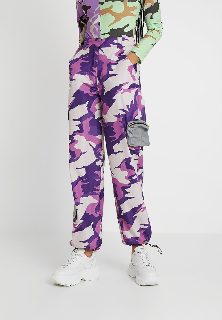 Jaded London - EXCLUSIVE CAMO ULITLY COMBAT CUFFED HEM TROUSER - Träningsbyxor - lilac