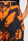 Jaded London - TIE DYE DRAWSTRING CARGO TROUSERS - Relaxed fit -farkut - orange