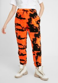 Jaded London - TIE DYE TROUSERS - Pantaloni sportivi - orange/black - 0