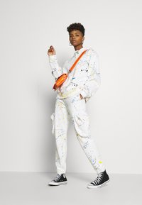 Jaded London - CUFFED JOGGER WITH SLOUCHY POCKETS - Jogginghose - off-white - 1