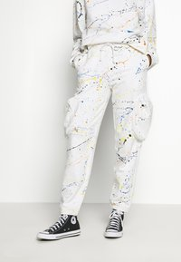 Jaded London - CUFFED JOGGER WITH SLOUCHY POCKETS - Jogginghose - off-white - 0