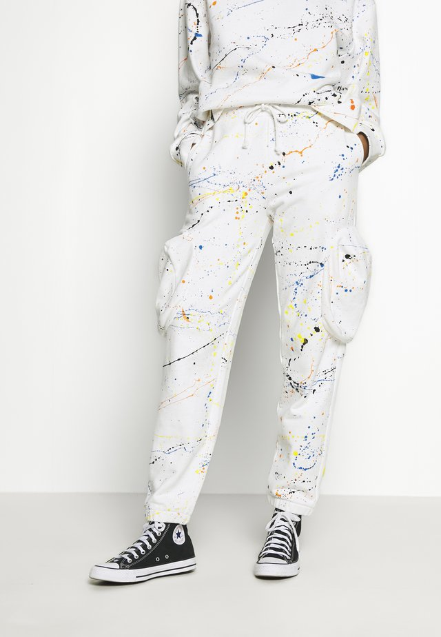 CUFFED JOGGER WITH SLOUCHY POCKETS - Jogginghose - off-white
