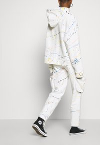 Jaded London - CUFFED JOGGER WITH SLOUCHY POCKETS - Jogginghose - off-white - 3