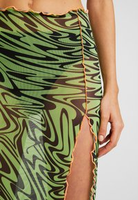 Jaded London - SWIRL PRINT MIDAXI SKIRT WITH CONTRAST THREAD - Pennkjol - black/neon green - 5
