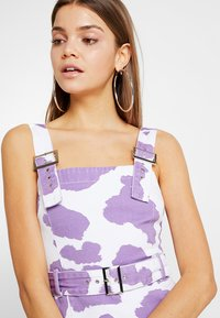 Jaded London - EXCLUSIVE DRESS WITH BUCKLE DETAIL - Spijkerjurk - pink lilac - 3
