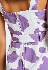 Jaded London - EXCLUSIVE DRESS WITH BUCKLE DETAIL - Spijkerjurk - pink lilac - 4