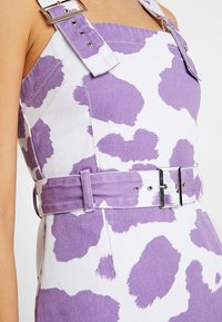 Jaded London - EXCLUSIVE DRESS WITH BUCKLE DETAIL - Spijkerjurk - pink lilac - 6