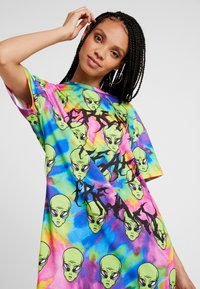 Jaded London - TIE DYE FREAKY ALIEN PRINT DRESS - Robe en jersey - multi - 3