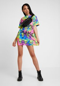 Jaded London - TIE DYE FREAKY ALIEN PRINT DRESS - Robe en jersey - multi - 1