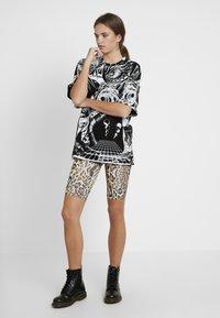 Jaded London - OVERSIZED PRINTED DRESS - Denní šaty - black/white - 1