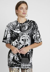 Jaded London - OVERSIZED PRINTED DRESS - Denní šaty - black/white - 0