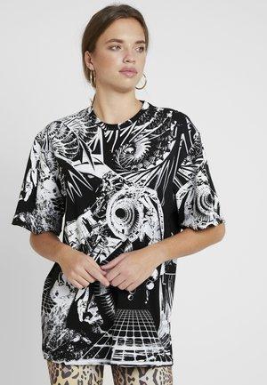 OVERSIZED PRINTED DRESS - Robe d'été - black/white