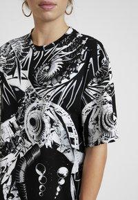 Jaded London - OVERSIZED PRINTED DRESS - Denní šaty - black/white - 5
