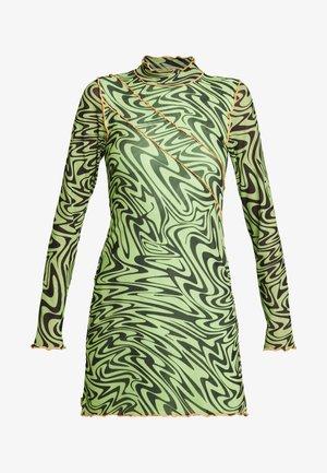 PANELLED BODYCON DRESS WITH CONTRAST BABYLOCK - Vapaa-ajan mekko - neon