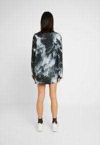 Jaded London - OVERSIZED LONG SLEEVE DRESS WITH SLOGAN - Vestito di maglina - black/white - 3