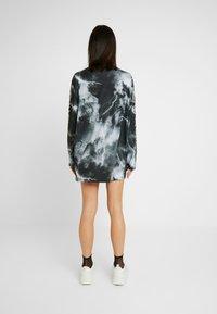 Jaded London - OVERSIZED LONG SLEEVE DRESS WITH SLOGAN - Jersey dress - black/white - 3