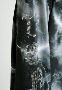 Jaded London - OVERSIZED LONG SLEEVE DRESS WITH SLOGAN - Jersey dress - black/white - 6