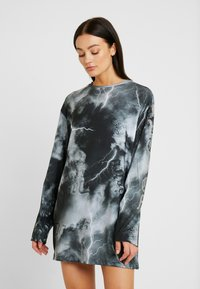 Jaded London - OVERSIZED LONG SLEEVE DRESS WITH SLOGAN - Jersey dress - black/white - 0
