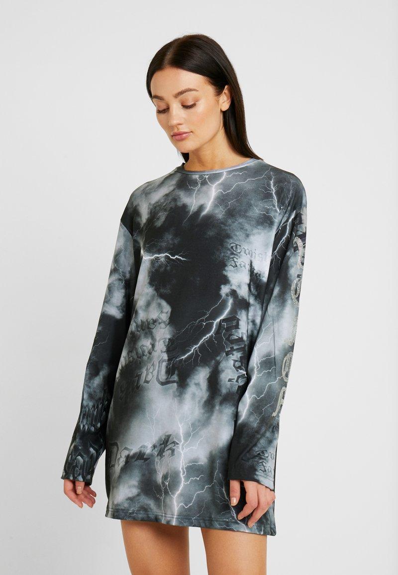 Jaded London - OVERSIZED LONG SLEEVE DRESS WITH SLOGAN - Jerseykjole - black/white