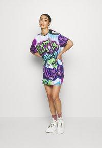 Jaded London - Jerseykleid - bright graffiti print - 0
