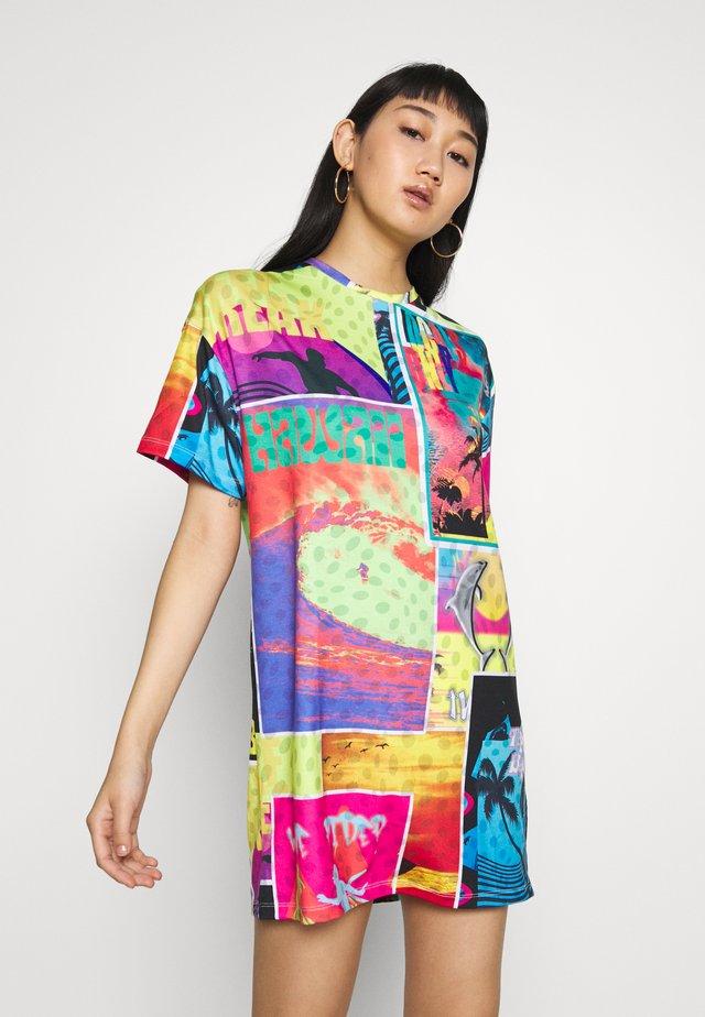 OVERSIZED T SHIRT DRESS - Vestido ligero - surf