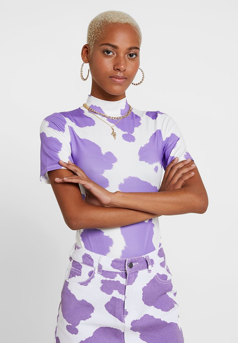 Jaded London - EXCLUSIVE SHORT SLEEVE BODY - T-shirt z nadrukiem - pink/lilac cow