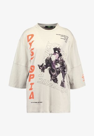 OVERSIZED WITH DOUBLE LAYER SLEEVE DETAIL - T-shirts med print - dystopia