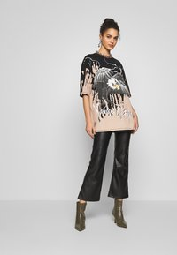 Jaded London - OVERSIZED ROCK TEE - Print T-shirt - eagle print - 1