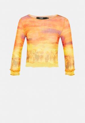 HORSE LANDSCAPE LAYERED WITH BABYLOCKING - Print T-shirt - multi coloured