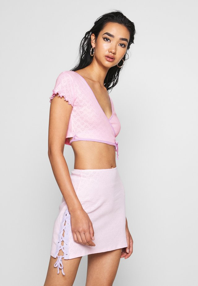 HEART CUT OUT WRAP  - T-shirt z nadrukiem - pink