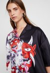 Jaded London - HALF EVIL FACE - Camicia - black/red